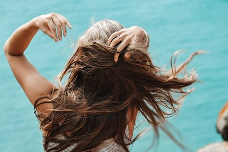 Mujer de pelo largo