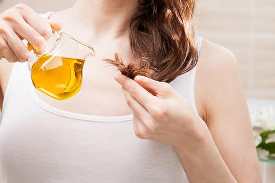 Utilice aceite reparador de cabellos