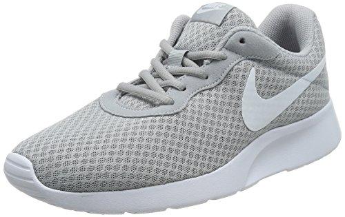 Nike Tanjun Mn, calzado deportivo para hombre, gris (gris lobo / blanco), 44,5 EU