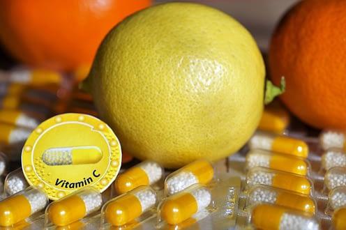 deficiencia de vitamina C: provoca uñas quebradizas