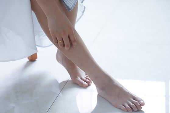 Tener cuidado de los pies también incluye elegir una crema fantástica