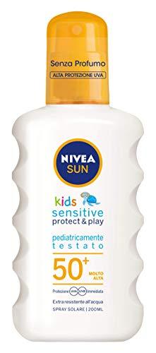 NIVEA Sun Kids Sun Spray Sensitive Protect & Play FP50 + para niños, muy alta protección, 200 ml