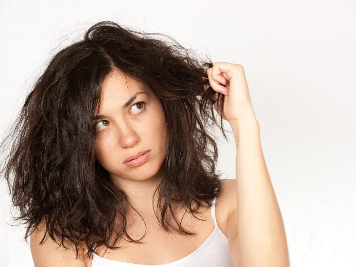 Champú para cabellos secos y quebradizos