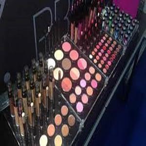 Maquillaje y limpieza de paletas