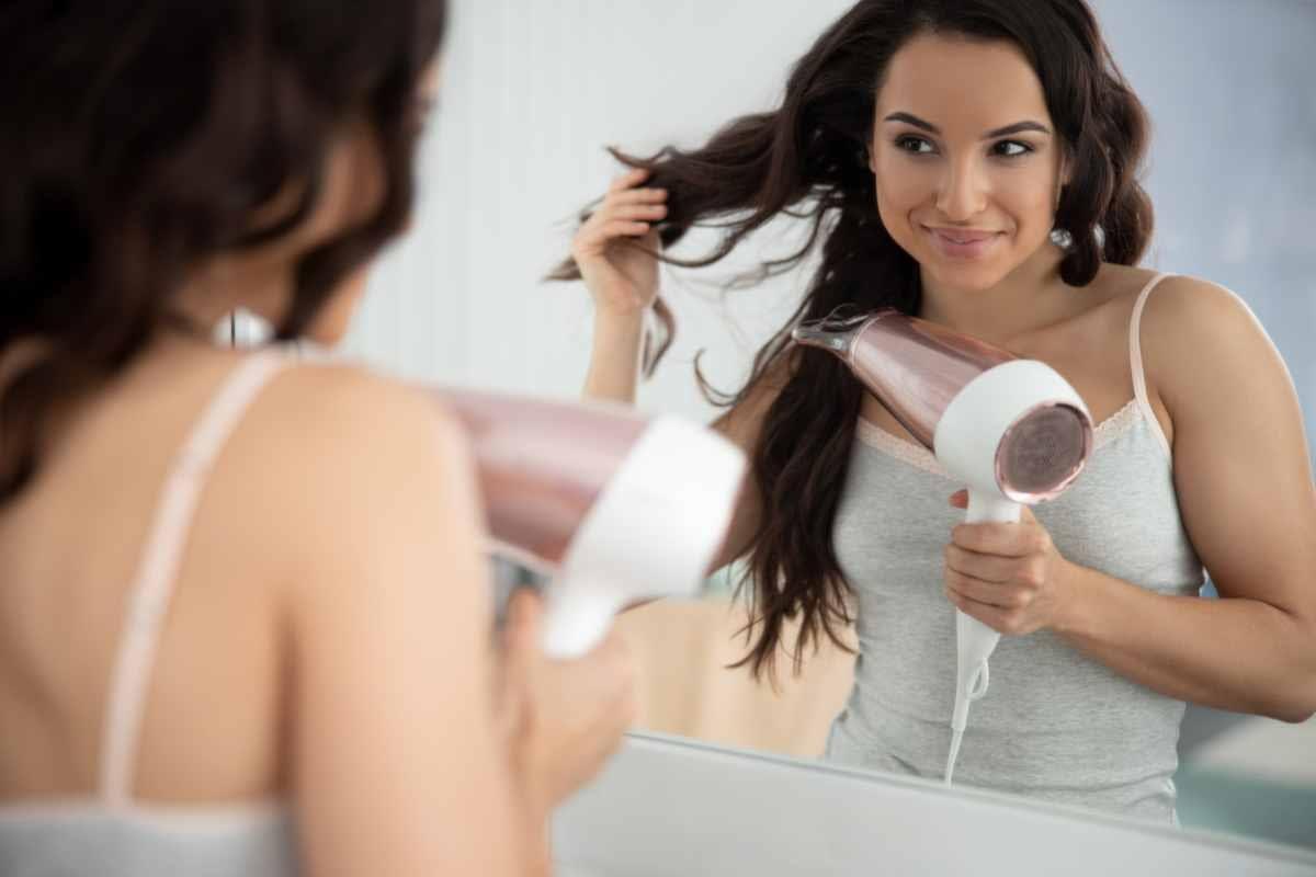 Secar el pelo con un secador